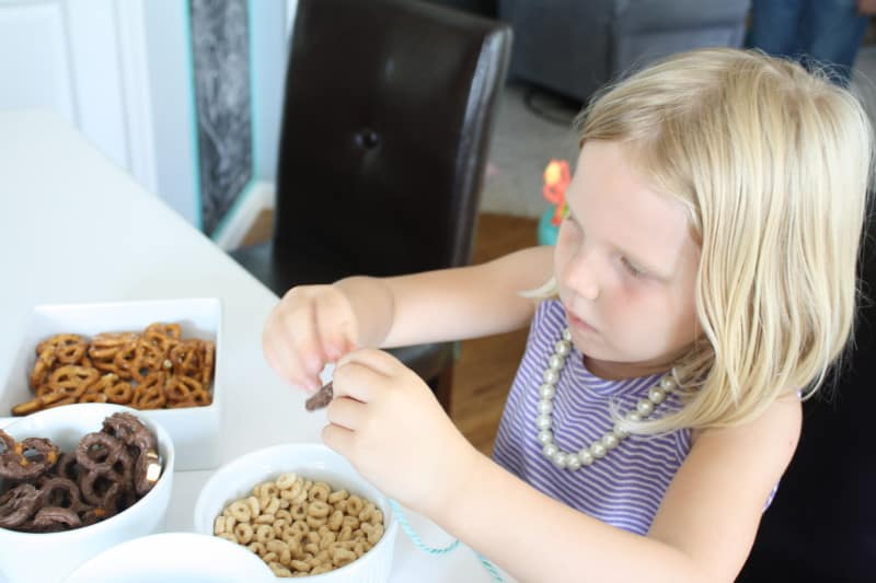 making snack necklace