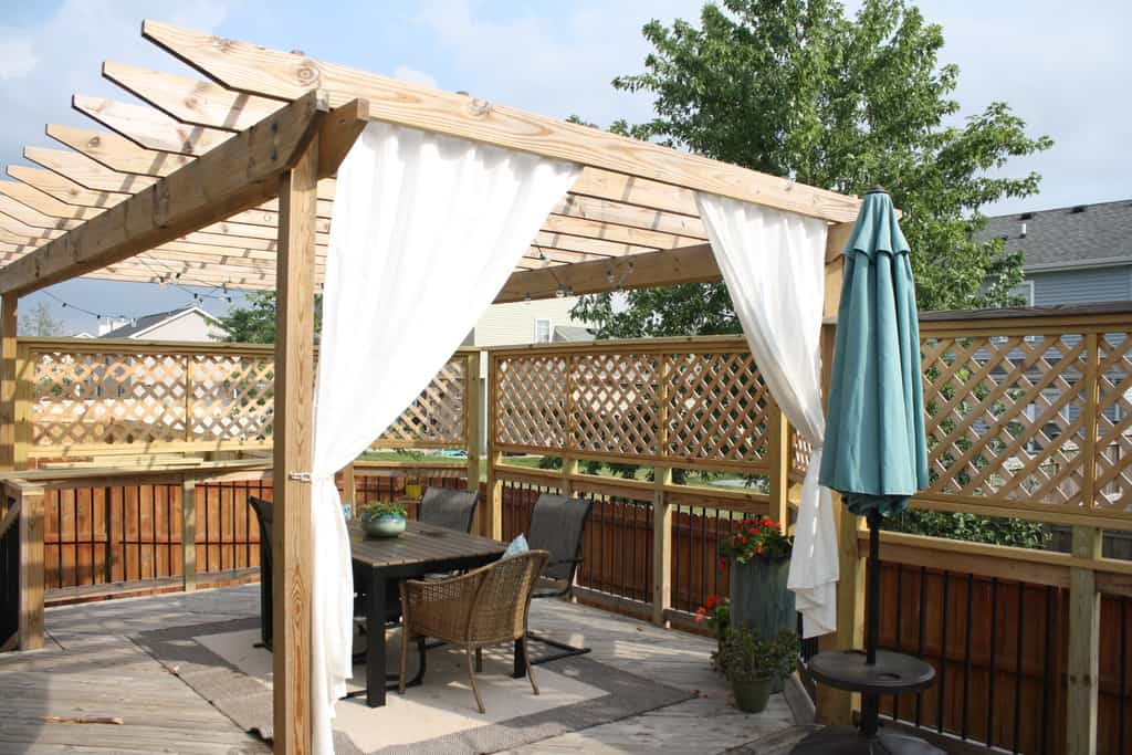 Side Deck With Pergola