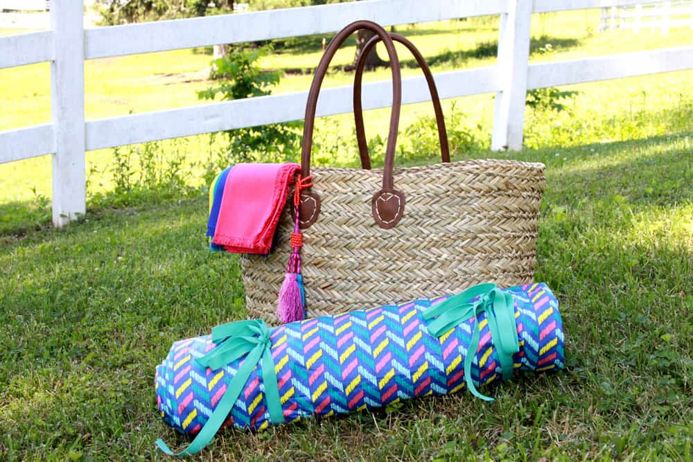 Picnic-Blanket-Made-with-Tablecloths