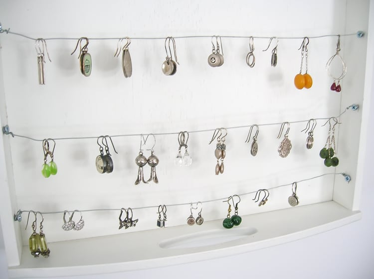 Earring holder using a tray and wire
